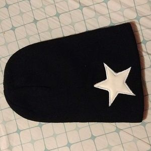 Accessories - Black star beanie