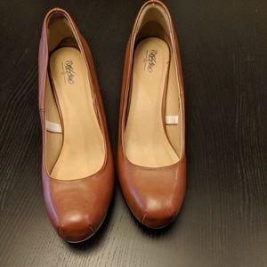 Tan Mernon heels - Closed toe, Nearly new!