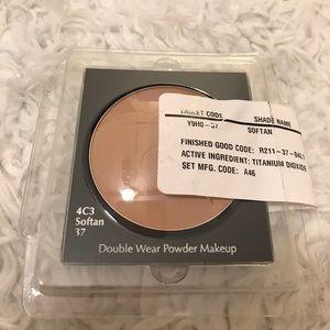 Estée Lauder powder makeup