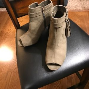 Open Toe Booties w Fringe Size 9 Never Worn