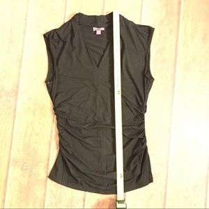 Flattering VINCE CAMUTO black rushed top shirt l