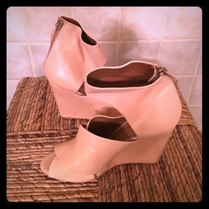 NWOT Zara leather wedge sandals in size 8.