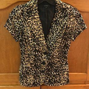 21- Short sleeve 3 button blazer