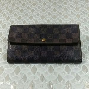 Authentic Louis Vuitton Damier Sarah Long Wallet.