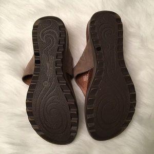 8119c8fbc Dansko Shoes - Dansko Priya Taupe Nubuck Thong Sandal EUC