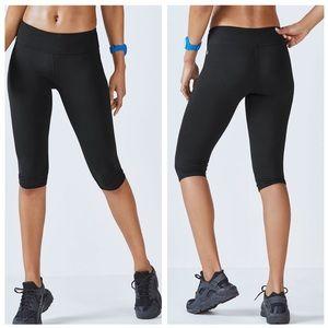 Fabletics Salar Crop Solid Black Athletic Leggings