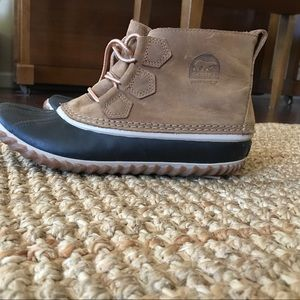 Sale! Sorel Out & About duck boots, size 9.5