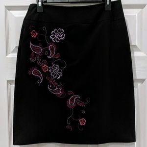 Worthington stretch embroidered skirt size 10