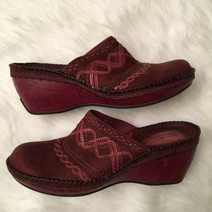 Clarks Artisan Stitched Wedge Mules Clogs Red EUC