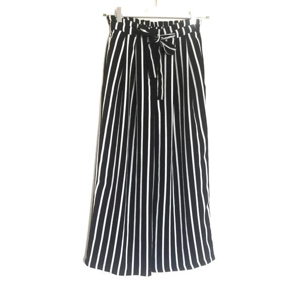 c2f03007 Zara black white striped flowing crop trousers XS.  M_59eac3299c6fcf2ff1027102