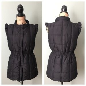 Tulle size large black fitted puffer vest!