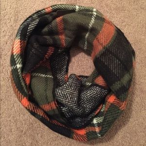 Accessories - NWT Reversible olive infinity scarf