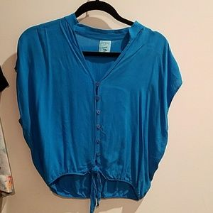 Super cute turquoise top.