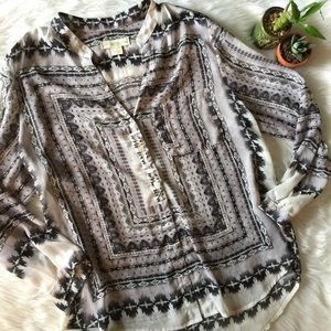 NWOT Staring at Stars Button Down Blouse