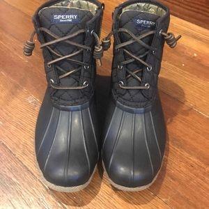 Women's black Short size 6 boots