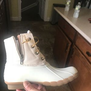 Short Sperry boot off white sz.6