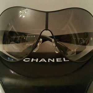 Beautiful pair of CHANEL sunglasses!!!!!