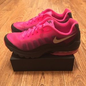 [Nike] Air Max Invigor Women's Sneakers Size 7.5