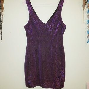 💜 Low V Neck Dress