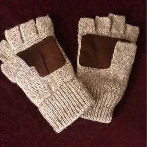 Fingerless gloves with brown suede patch