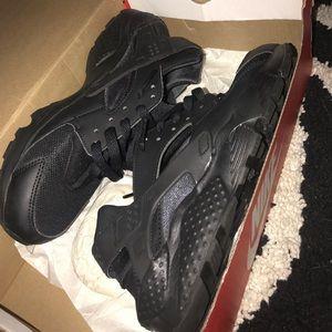 Black Nike Huarache