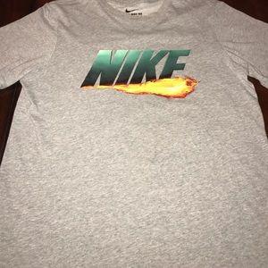 Nike men's grey t shirt sz medium