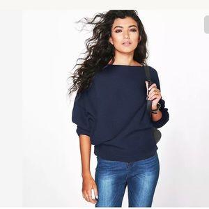 Tops - Oversize batwing light sweater