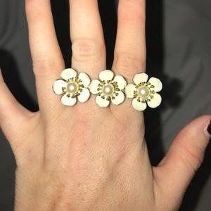 White Flower Double Finger Ring