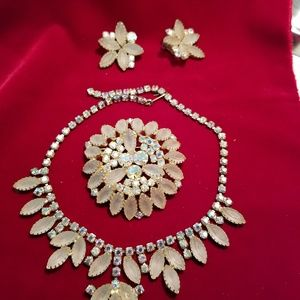 VINTAGE necklace clip earrings and brooch set
