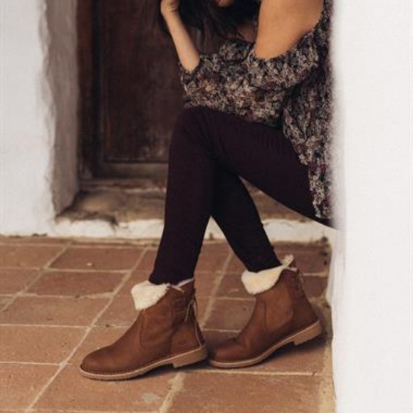 635048ccaa4 UGG NAIYAH Lace Up Back Boot Chestnut Boutique