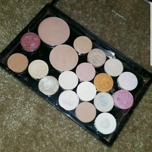 Mac depotted eyeshadows and 2 blushes.