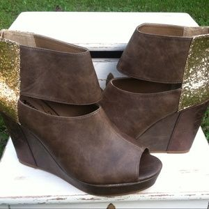 New HOT! Arizona Jean Co. Glitter Wedge Size 11