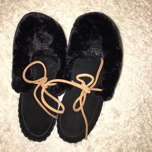 Lucky Brand moccasin slippers size 6