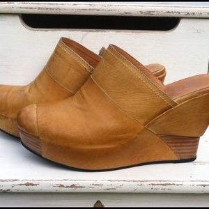 Antelope Wedges Great Fall Color Mustard Gold Sz 7