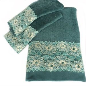 New. Green bath towel set Embellished with lace.