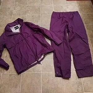 Woman's HELLY HANSEN SKI JACKET AND PANTS Large