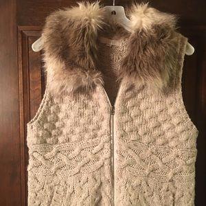 Faux fur zip knit vest size XL!