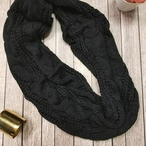 Cable knit infinity scarc