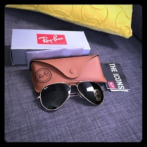 Brand new Ray Ban aviator sunglasses