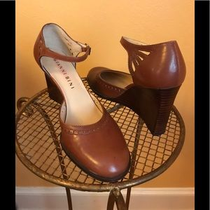 Gianni Bini caramel color leather wedges