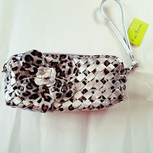 CLEARANCE. FLOWER WRISTLET !  NEW. TWO POCKETS.