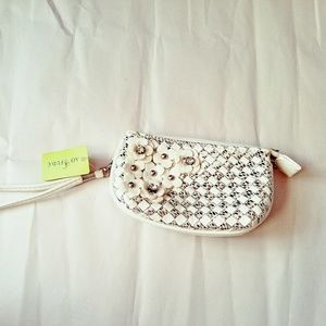 CLEARANCE. WRISTLET !  Flower,diamond and marble.