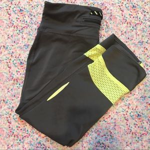 Pants - UA Crop Leggings