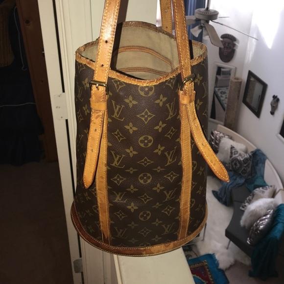 Louis Vuitton Handbags - Authentic Louis Vuitton Large Bucket Bag dd42f1e8f1e91