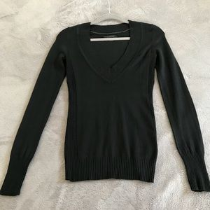 Black V-neck sweater XS