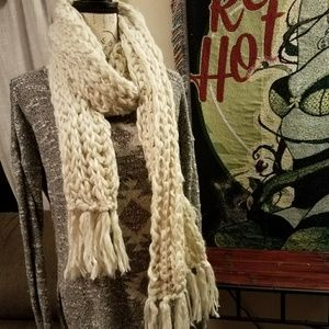 🕇Ladies Oblong Hand Knit Shimmer Scarf NWT