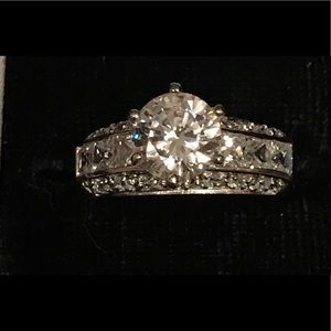 Jewelry - Vintage diamond crystal ring  absolutely stunning