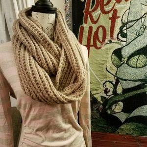 🕇Ladies Hand Knit Gingerbread Infinity Scarf NWT