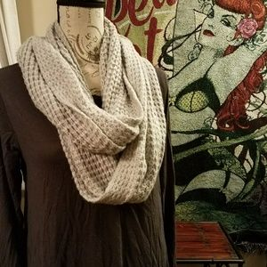 🕇Ladies Hand Knit Marled White Infinity Scarf NWT
