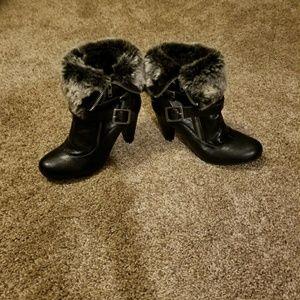 Women's black booties boots fur White Mountain 7.5